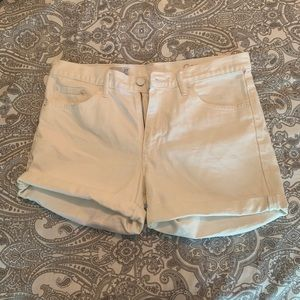 White gap shorts !!